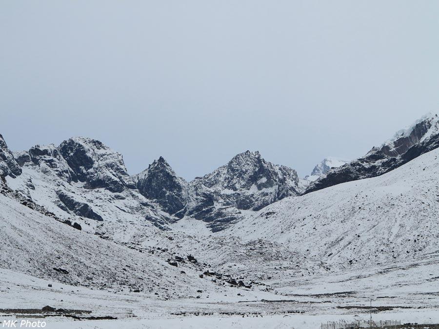 Вид вверх по долине Лобуче Кхолы