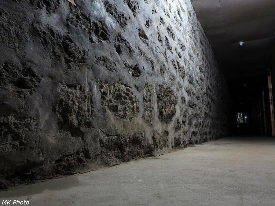 Мрачный коридор первого этажа