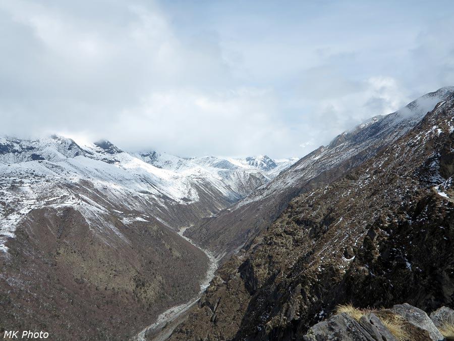 Вид вверх по долине Дудх Коши Нади