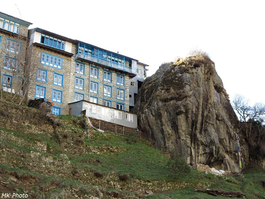 Дом у скалы