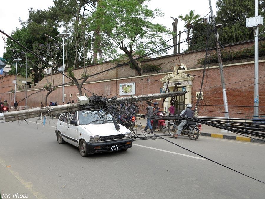 Столб на крыше машины
