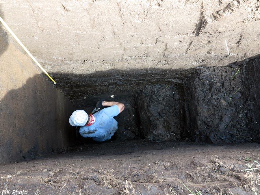 Саша в яме глубиной три с половиной метра