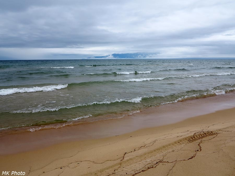 Волны Баргузинского залива