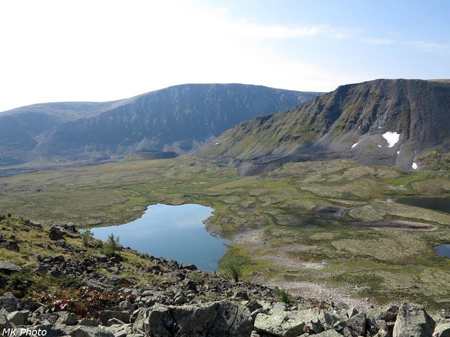 Между Первым и Вторым озёрами виднеются маленькие озерки