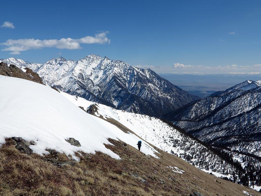 Катя поднимается в гору