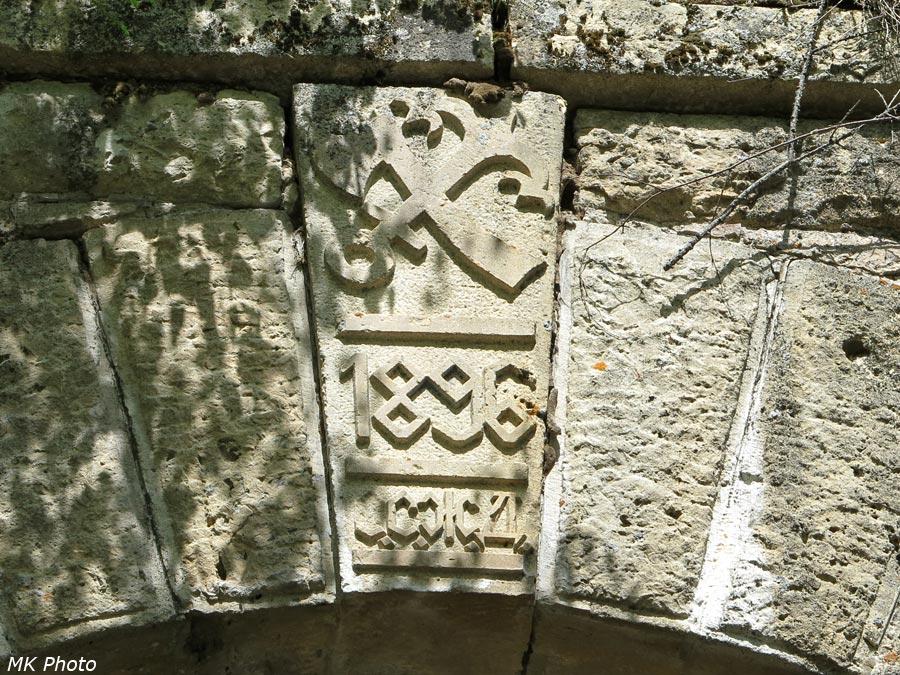 Замковый камень каменной трубы
