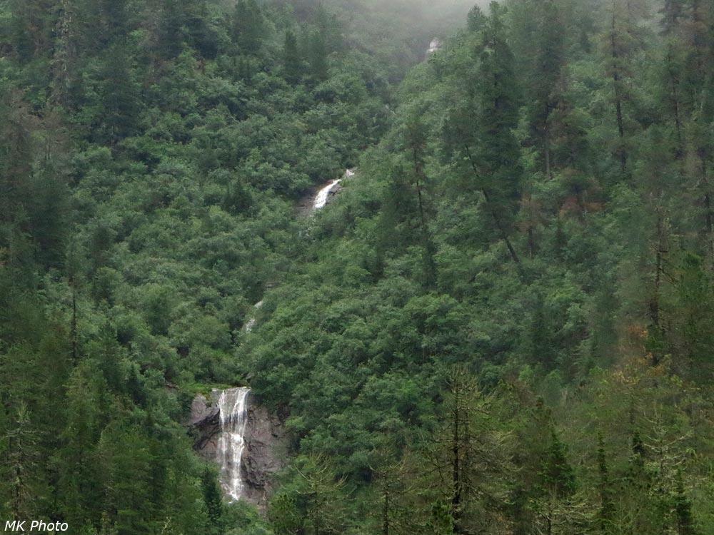 Водопад на притоке Слюдянки
