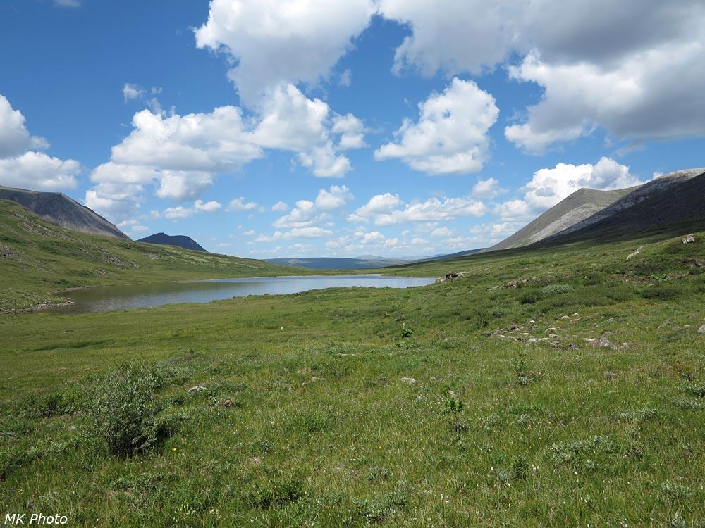 Верхнее озеро в истоке Ихе-Ухгуни и перевал Восточный Тумелик
