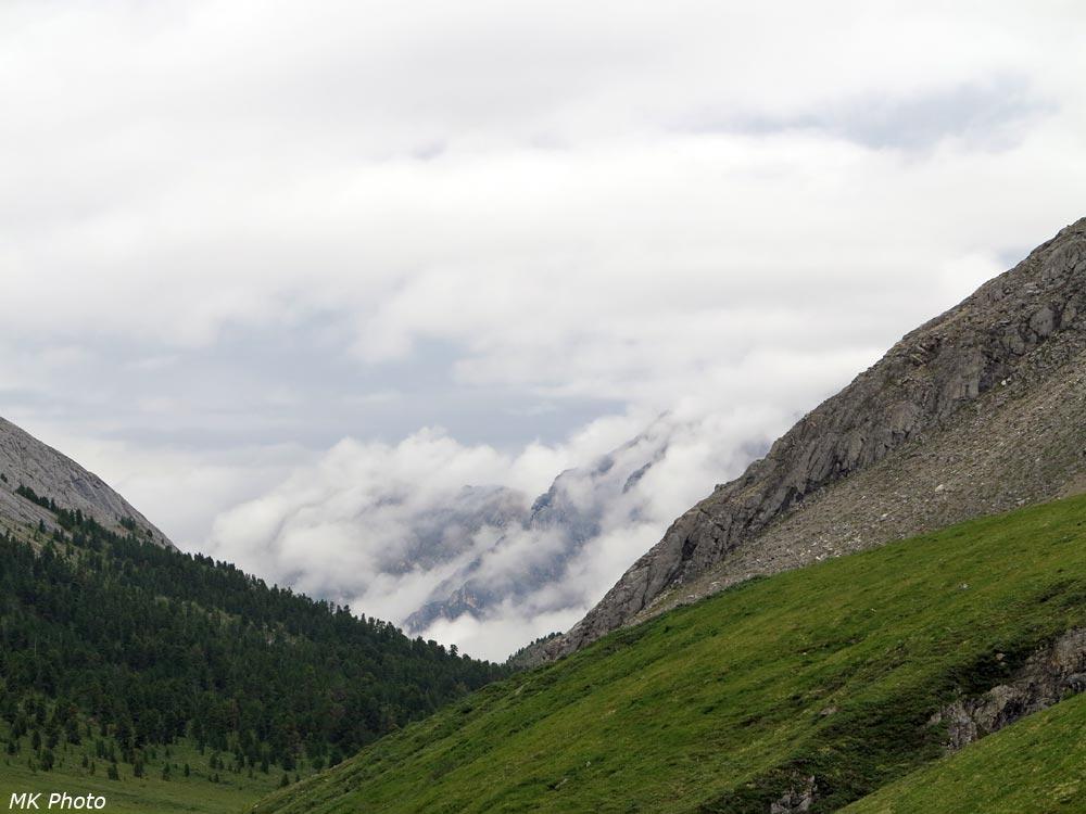 Облака по-над долиной