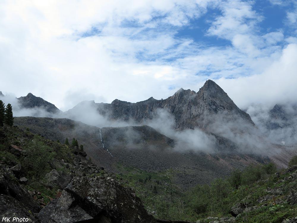 Горы спят, вдыхая облака