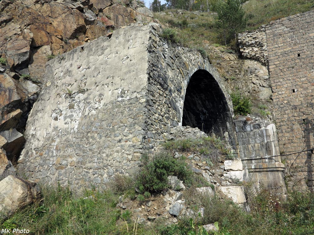 Разрушенный портал тоннеля