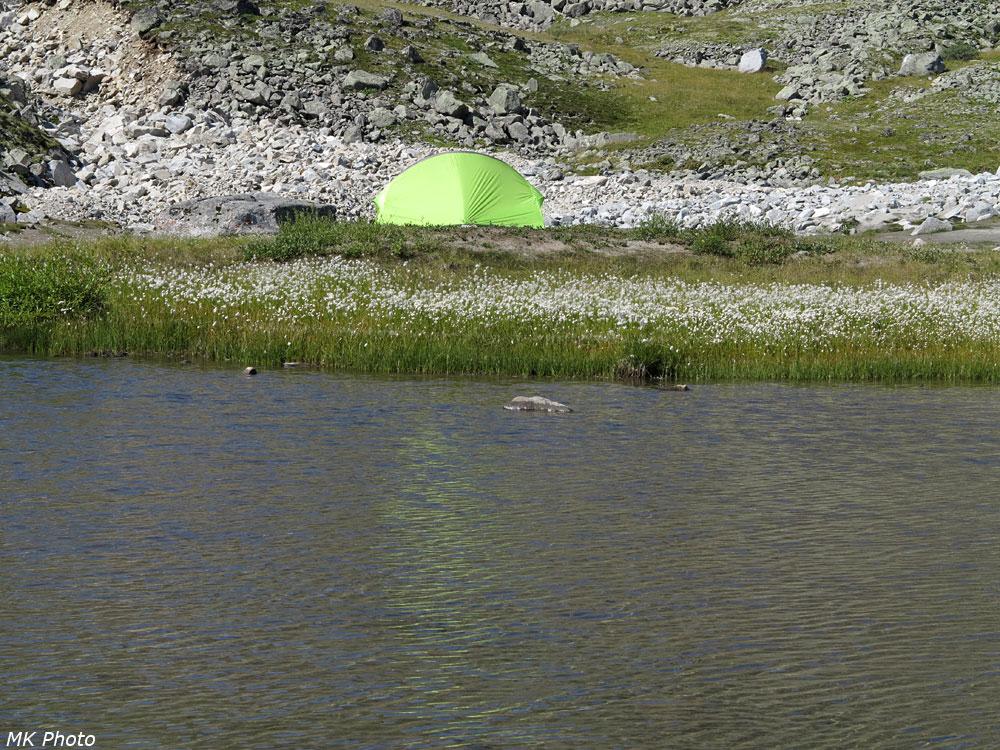 Палатка на острове