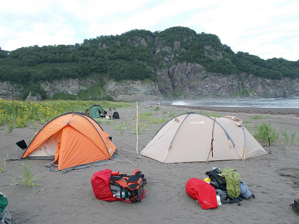 Палатки в бухте Жировая