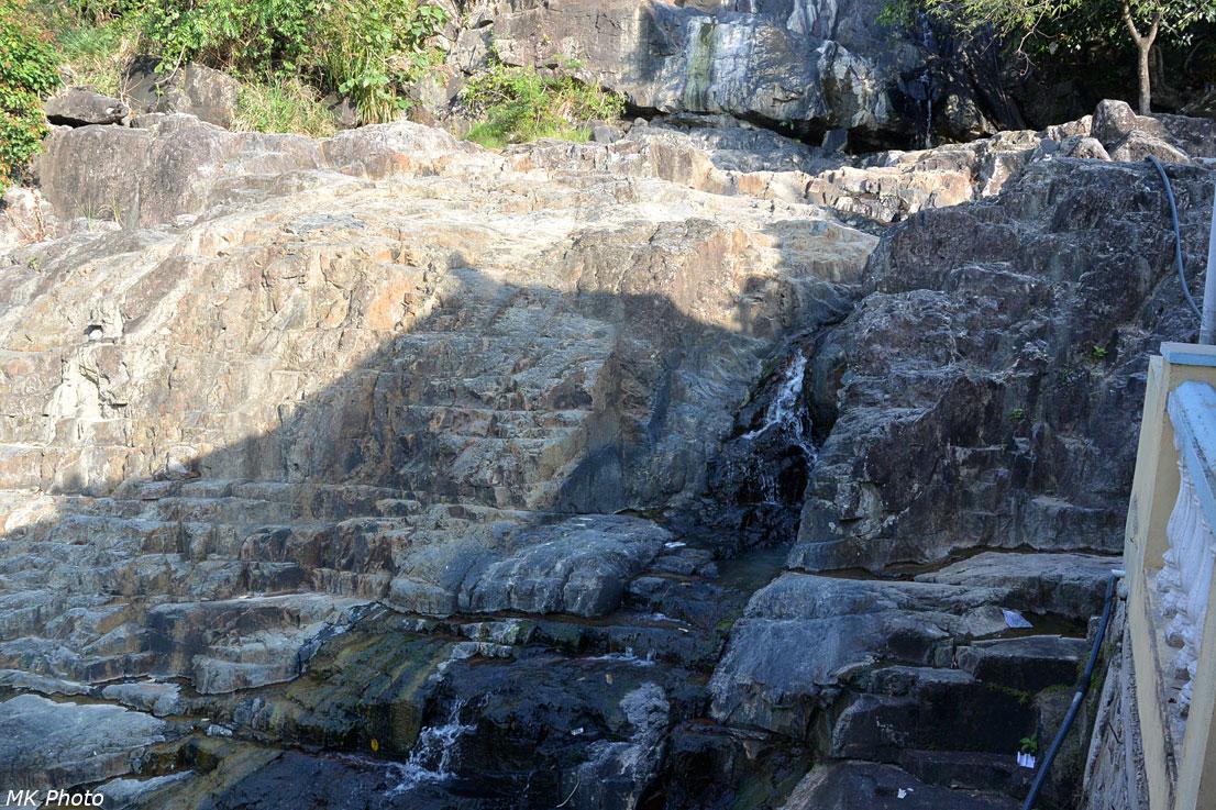 Подсохший водопад