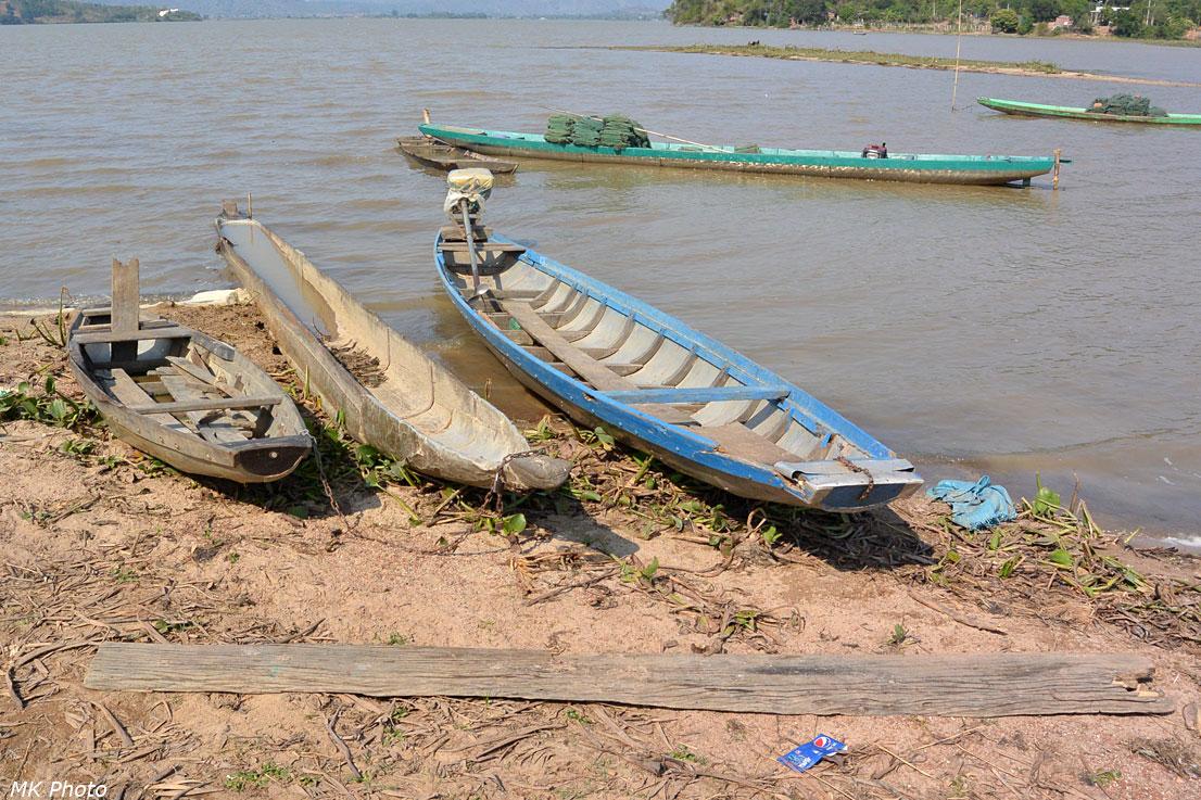 Лодки мнонгов