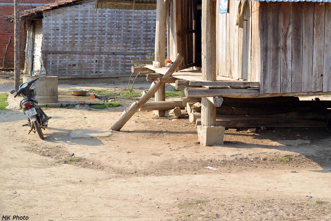 Традиционная лестница – зарубки на бревне