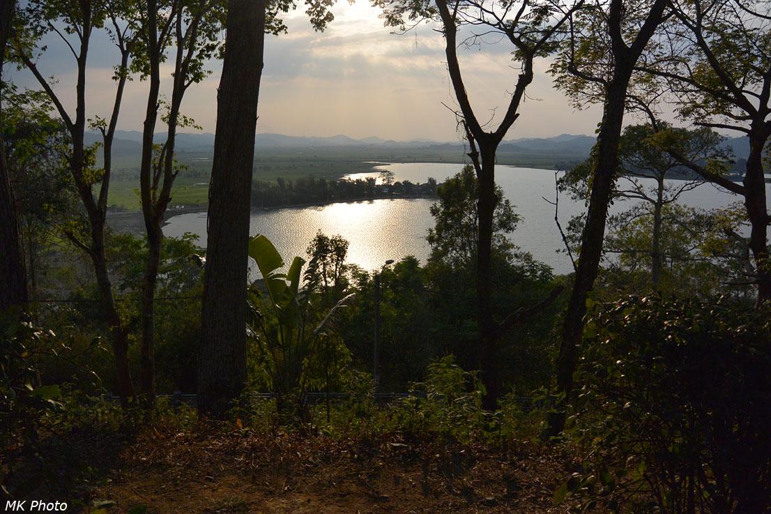 Вид на озеро Лак с холма