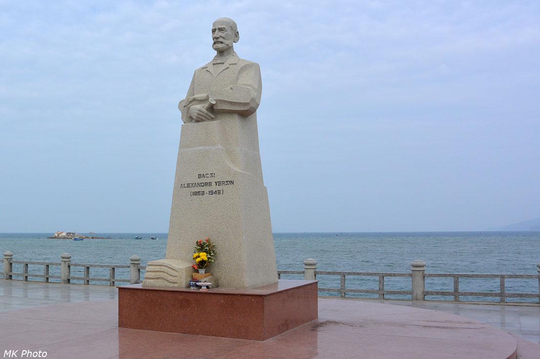 Памятник Александру Йерсену