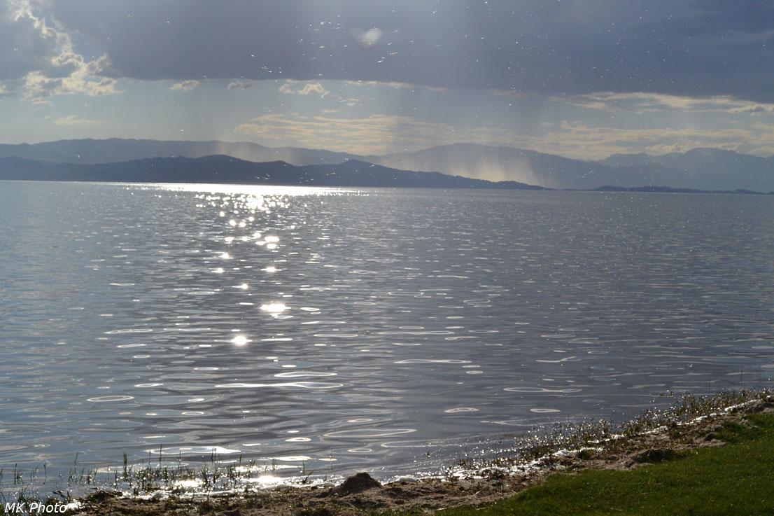 Дождь за озером