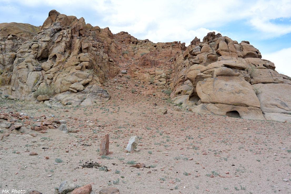 Гранитные скалы по дороге