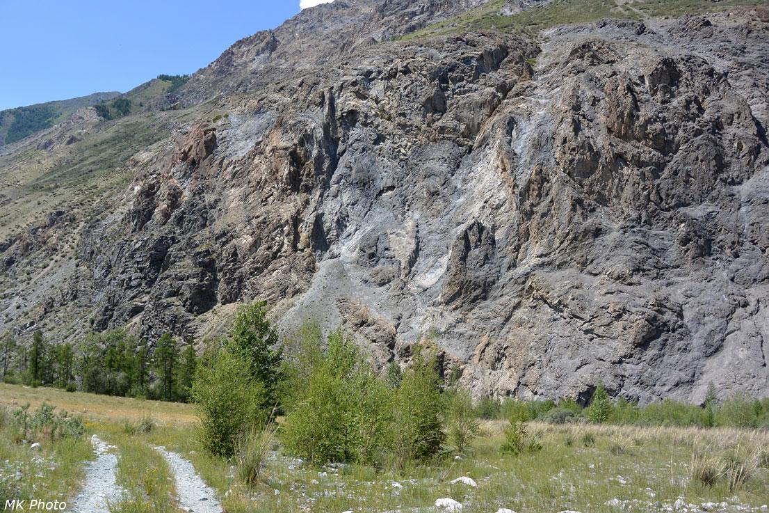 Обрывистые склоны правого берега Карагема