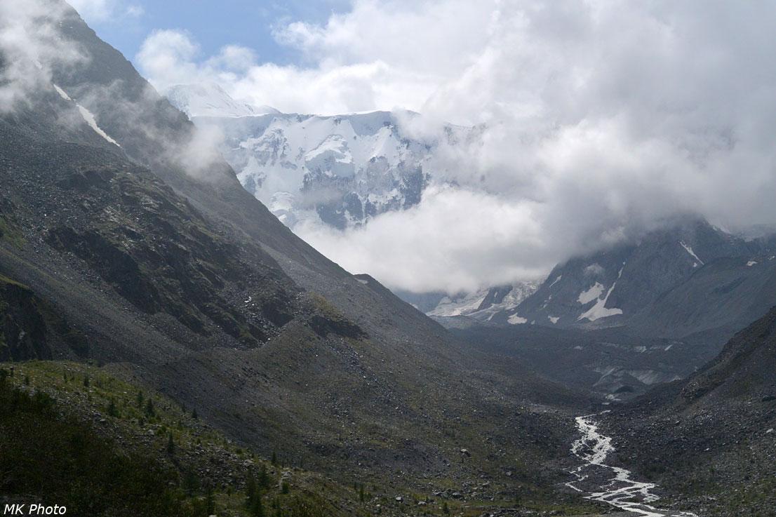 Облака укрывают горы