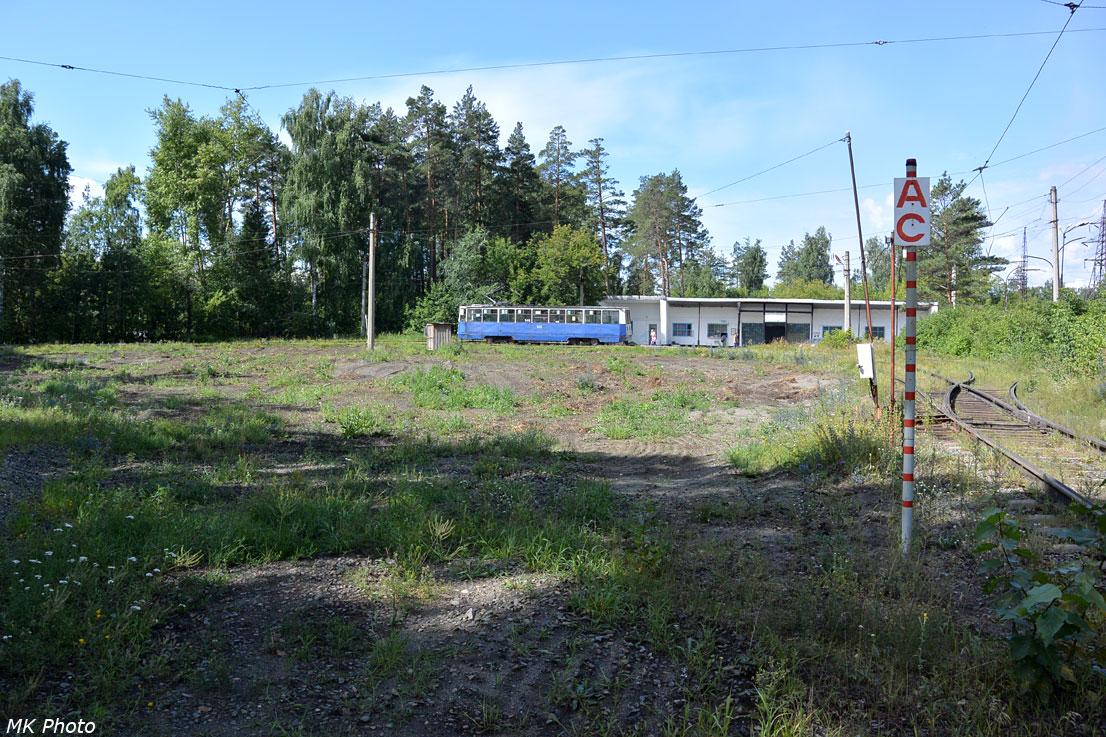 Трамвай на конечной остановке Западное кольцо