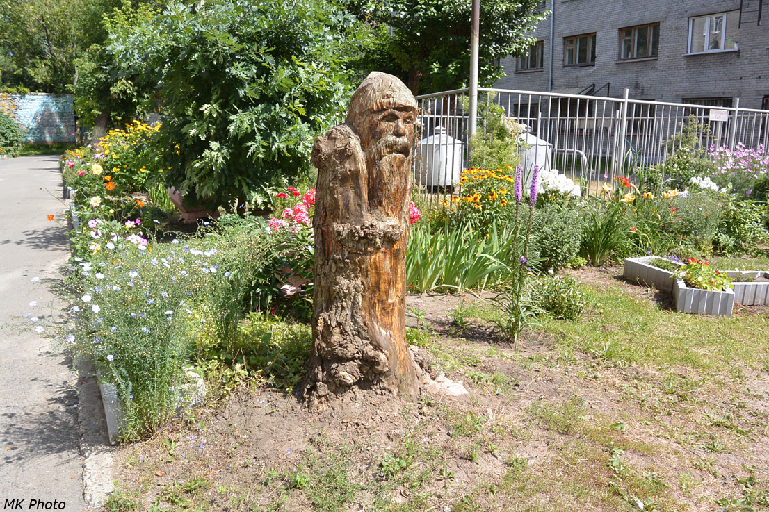 Дворовая скульптура