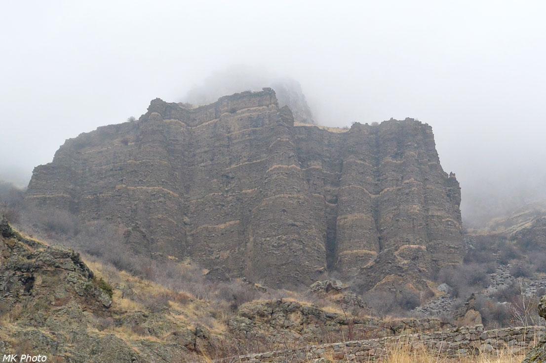 Скалы, словно замок