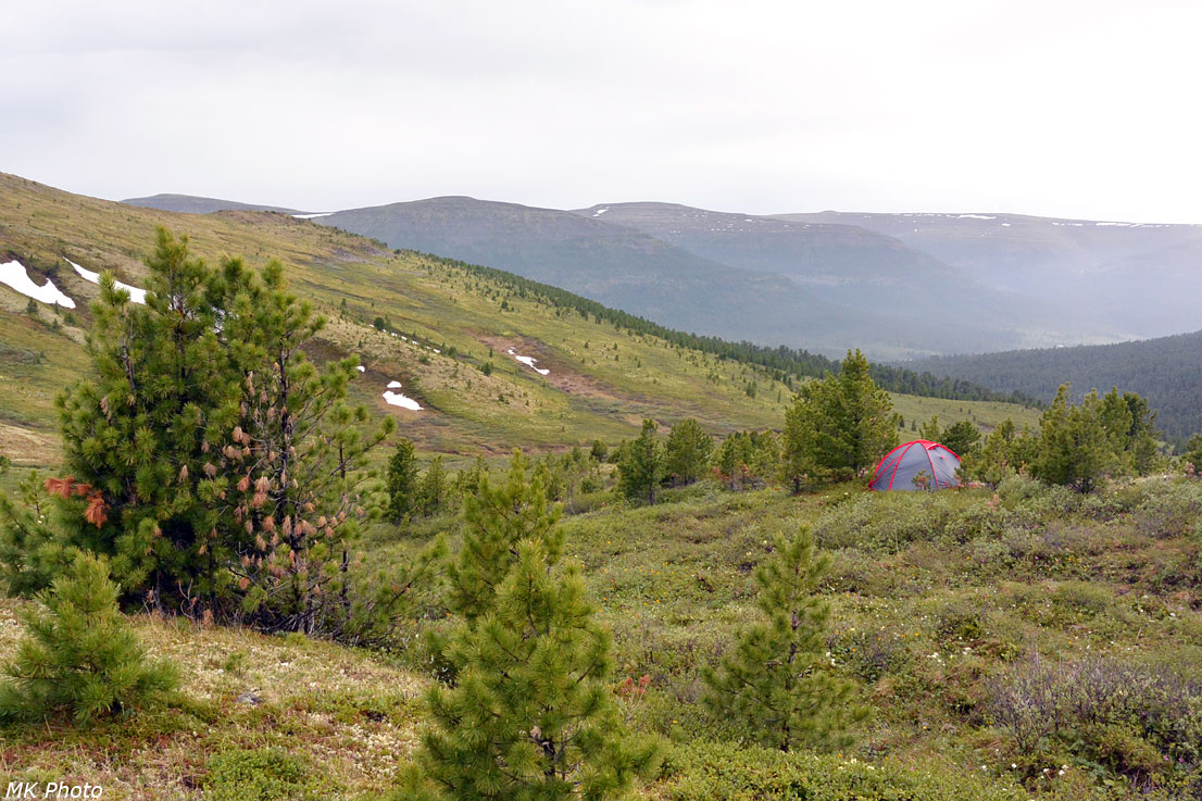 Палатка над перевалом