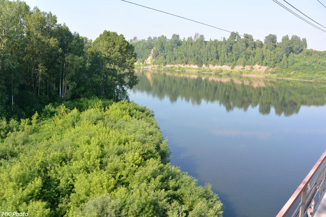 Вид на р. Томь с моста вверх по течению