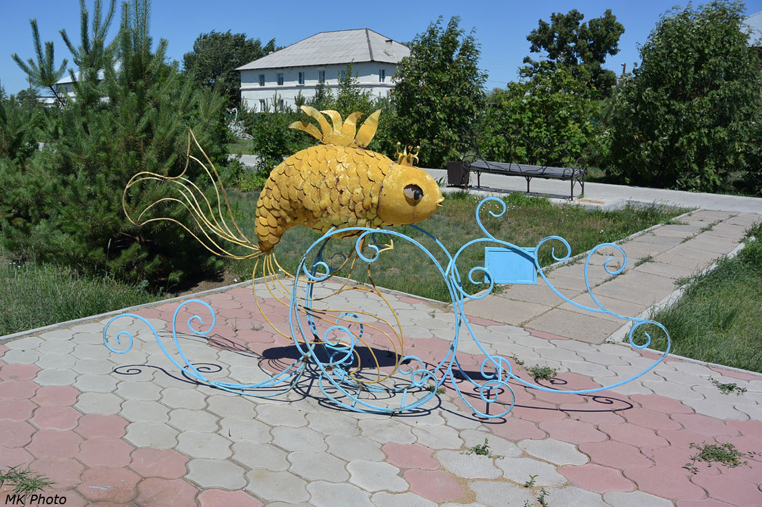 Золотая рыбка с рекламой