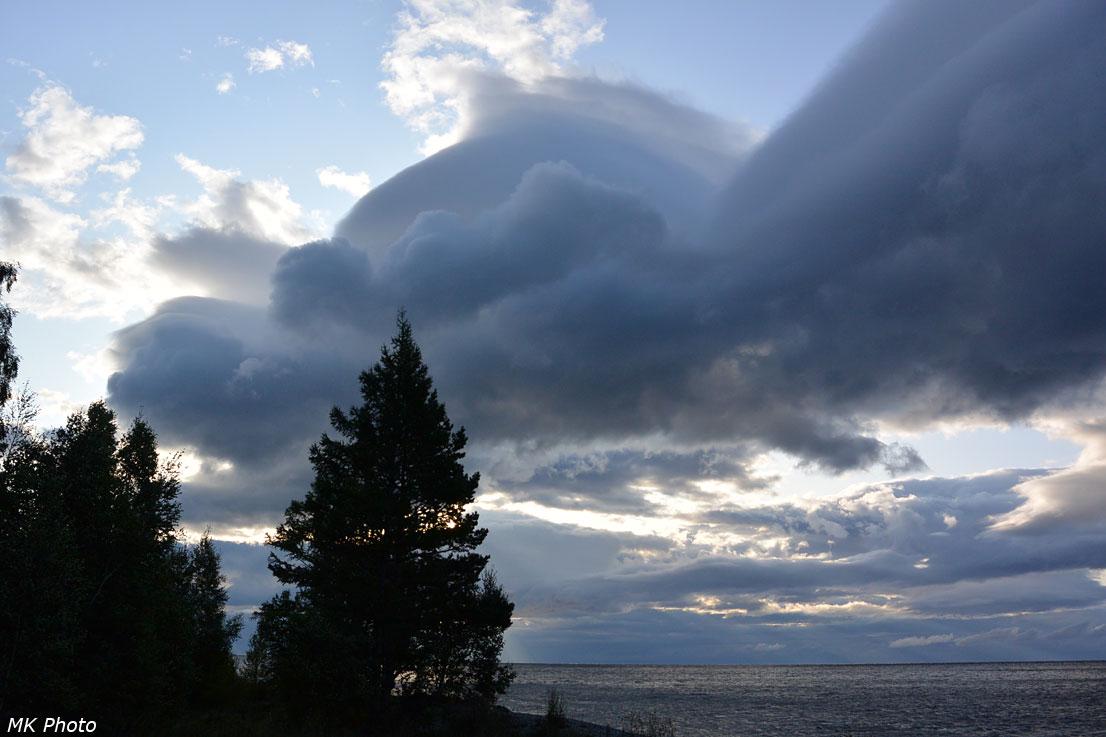 Облака над Байкалом