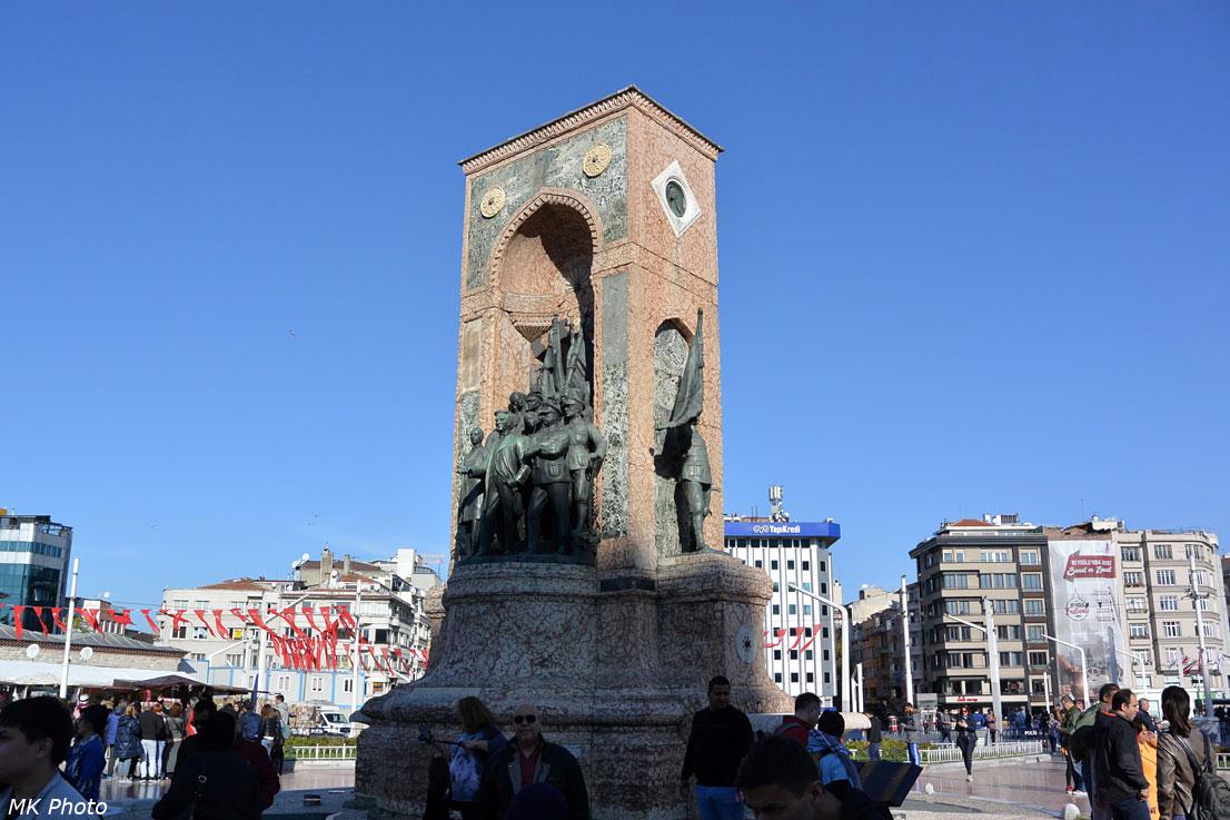 Памятник Республика на площади Таксим