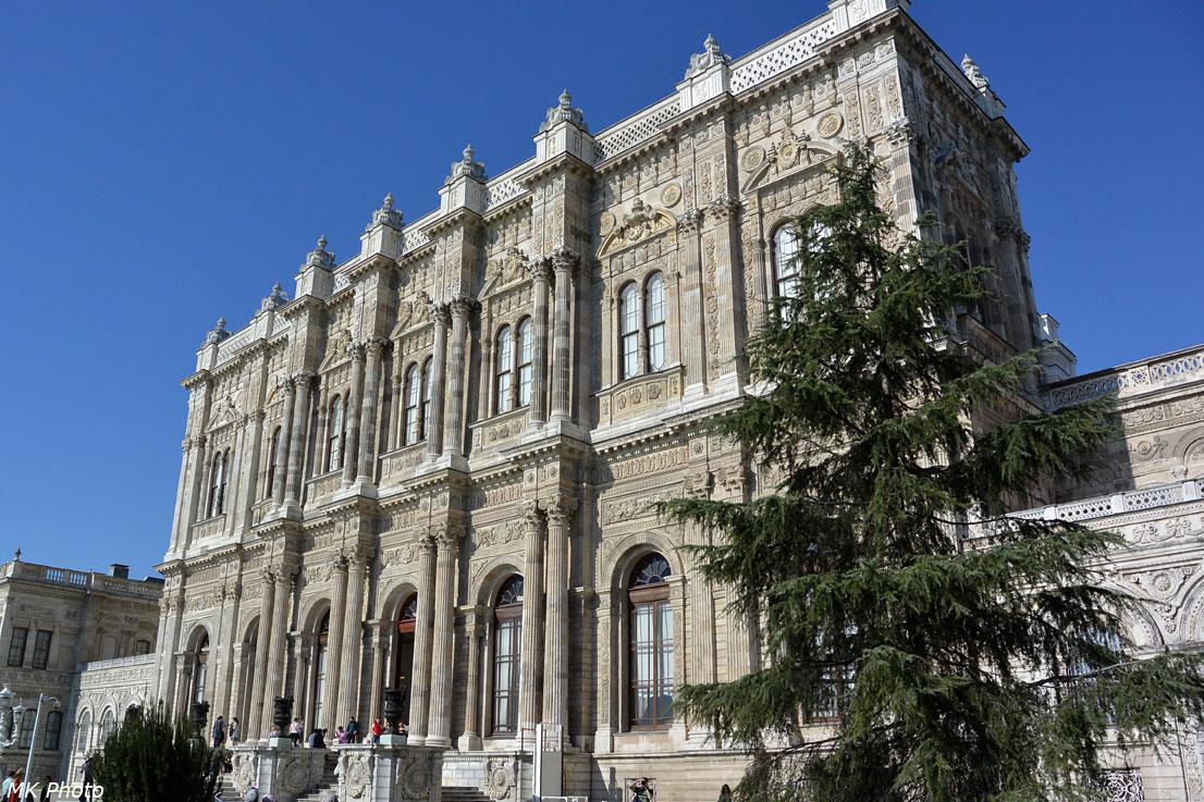Центральная часть дворца