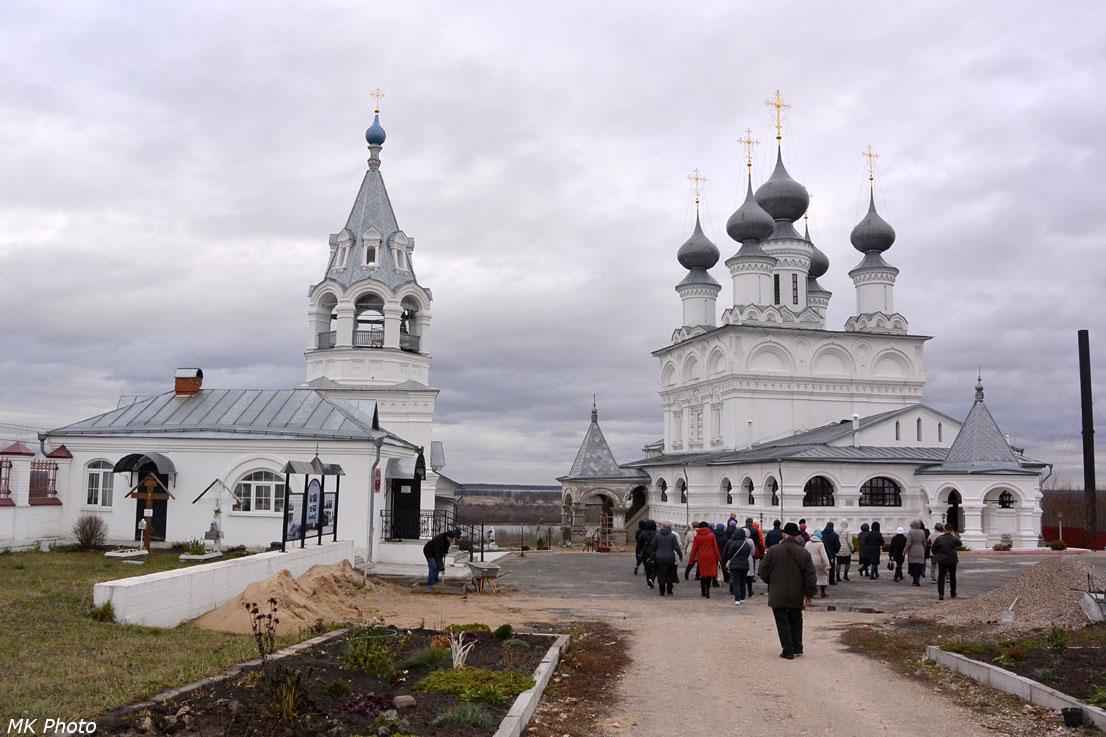 Введенская церковь и Воскресенский собор