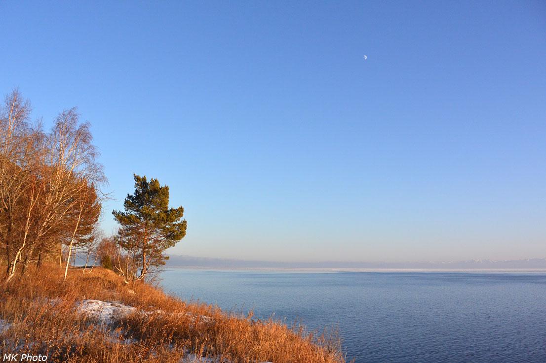 Луна и Байкал