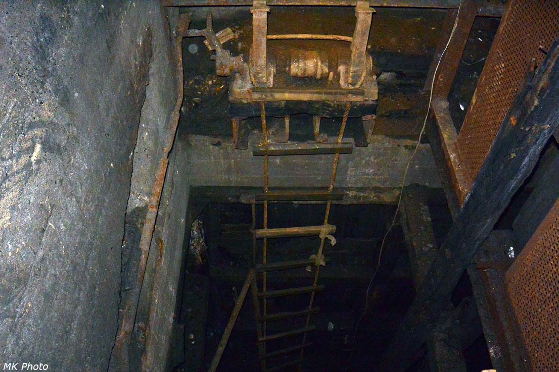 Лестница в шахту