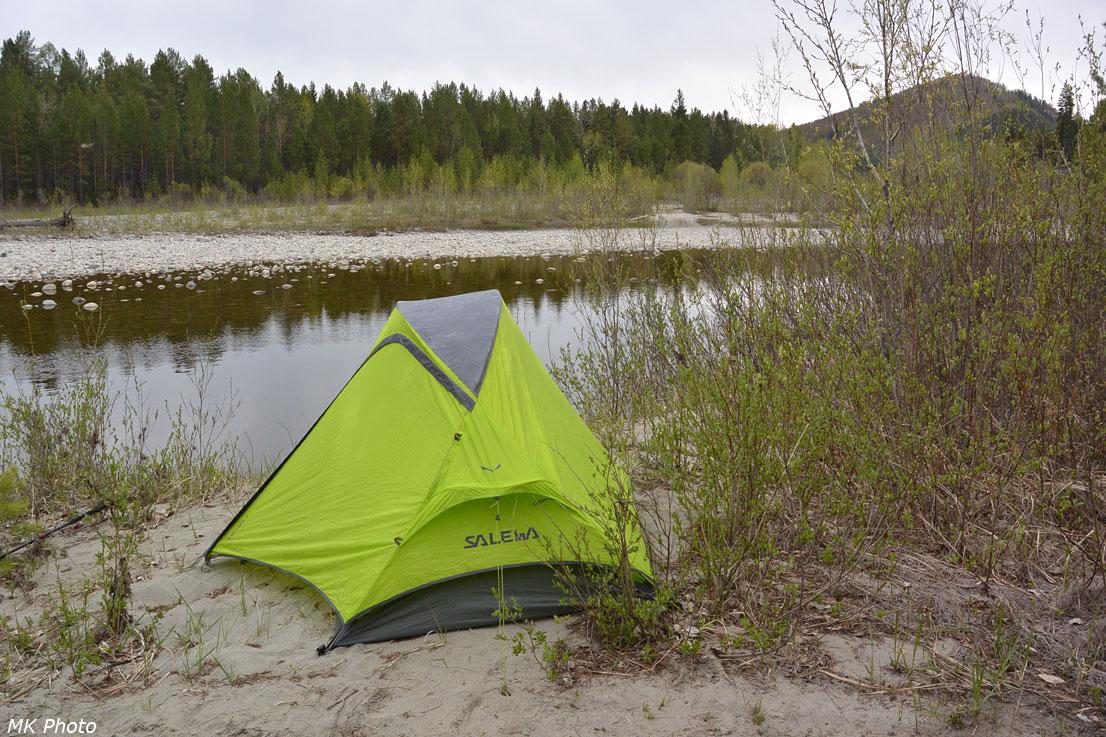 Палатка у воды