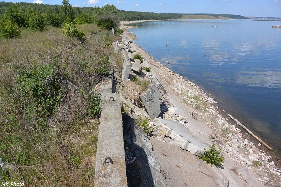 Бетонное укрепление берега