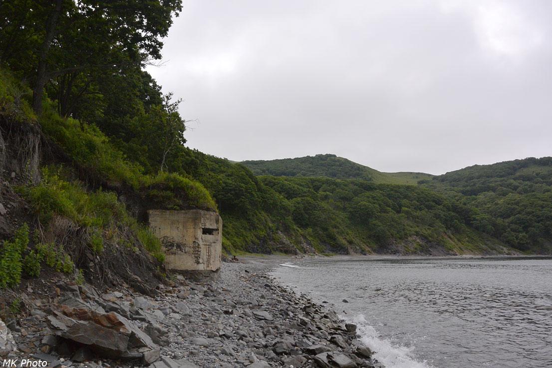 Остатки оборонительного сооружения на берегу
