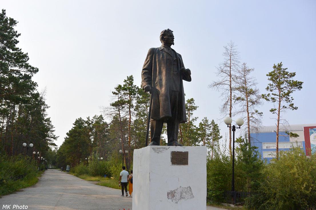 Памятник Калинину в парке