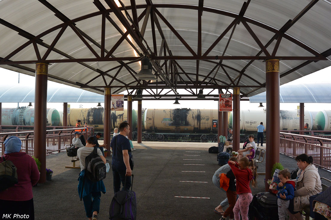 Навес над проходом от вокзала к перрону