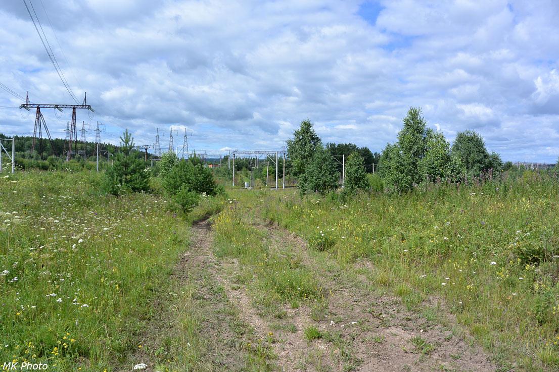 Здесь следы старого пути выходят к современному Транссибу