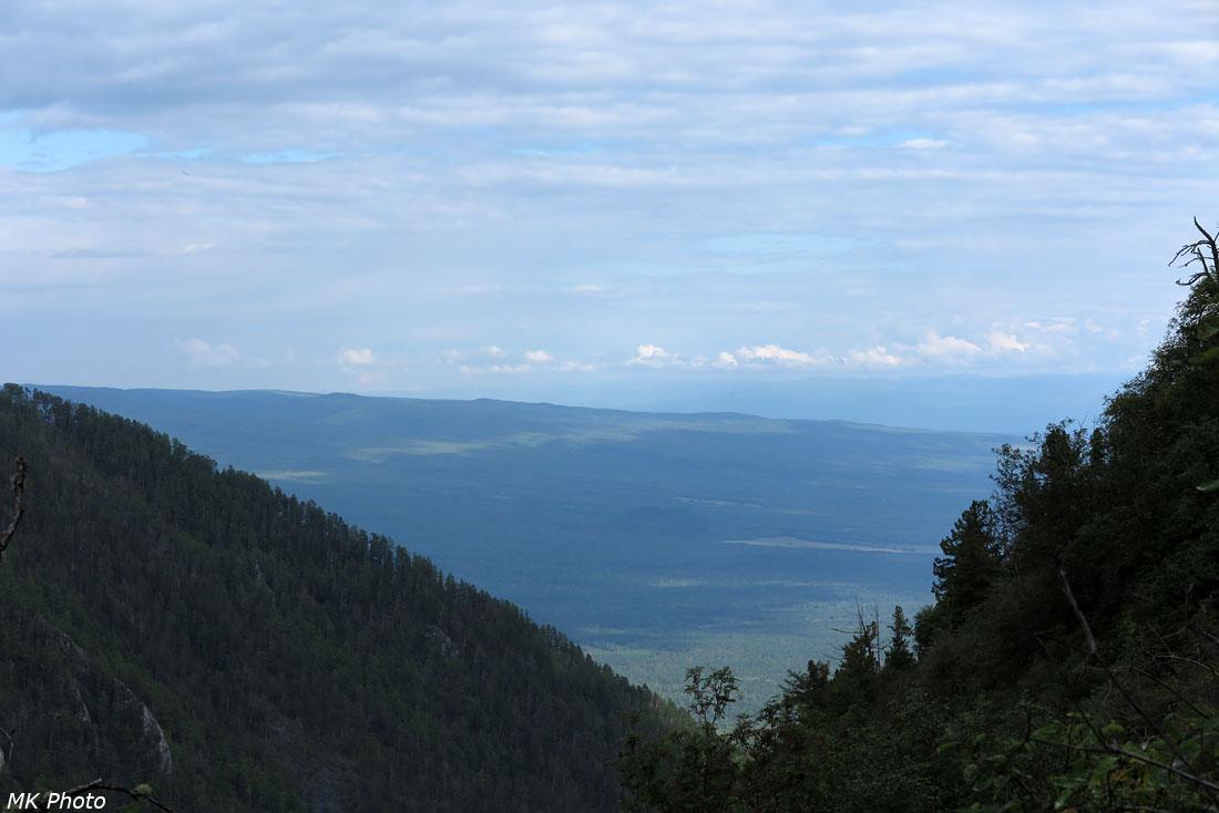 Вид со спуска к Бугатаю