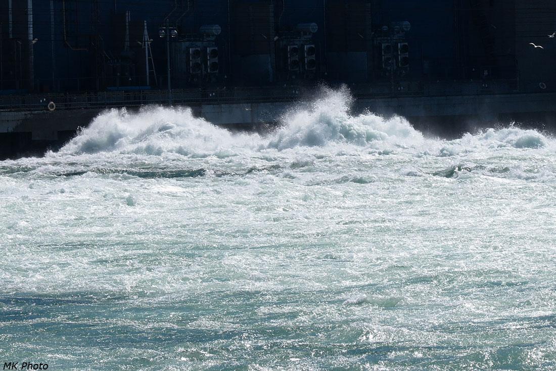 Валы у нижнего бьефа ГЭС