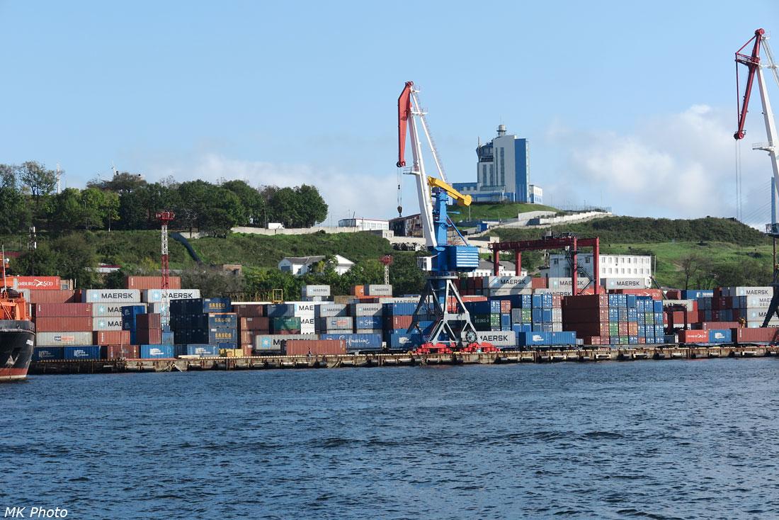 Небольшой контейнерный терминал