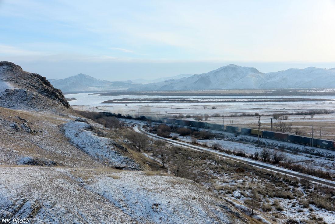 Грузовой состав со стороны Монголии