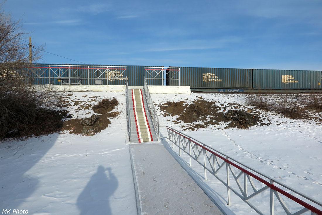 Новая лестница от станционного здания