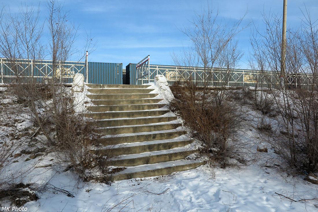 Старая лестница от демонтированного вокзала